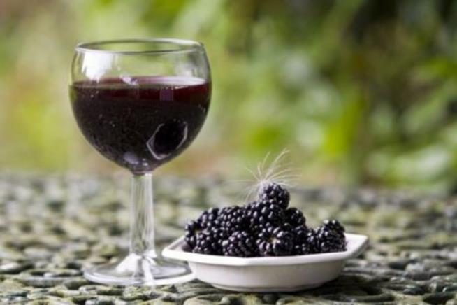 Вижте колко е полезна къпината и как да си направите вино от нея!