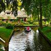 Заповядайте на прелестно фото пътуване до Гитхорн – селото, което няма улици!