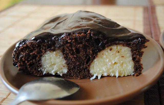 Сочен шоколадов сладкиш с изненада – вижте как се прави стъпка по стъпка със снимки!