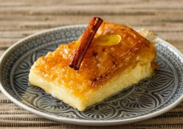Невероятно сочен сладкиш от грис – Галактобуреко от гръцката кухня – рецепта с видео