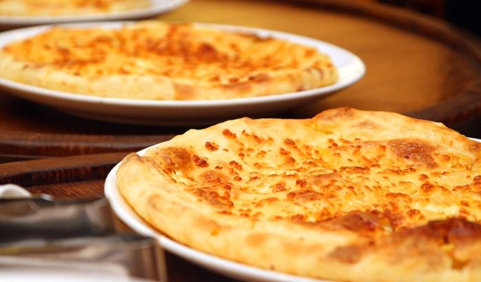 Грузински хачапури с яйца и сирене – стават бързо и са много привлекателни
