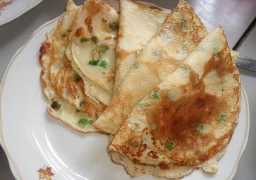 Палачинки с пресен лук и кашкавал– апетитни и бързи за приготвяне