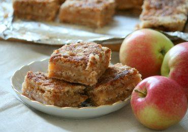 Мързелив щрудел с ябълки, грис и орехи – сладкиш за всеки вкус!