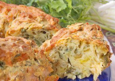 Солен кекс с пресен лук, яйца и сирене – чудесна закуска! За децата с айранче, а за мъжете с биричка!