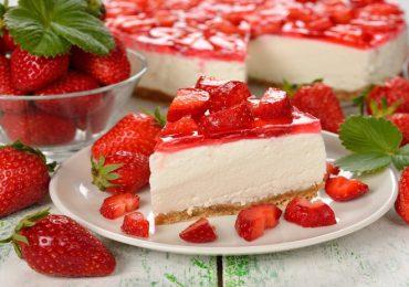 Чийзкейк от извара, сметана и желирани ягоди – божествен вкус за отрицателно време!