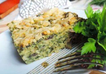Запеканка със спанак, зелени подправки, яйца и сирене – бърза закуска с полезни съставки!