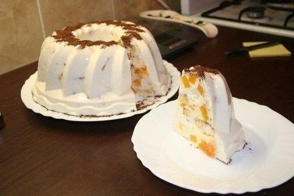 Бяла желирана торта с плодове – вкусен и красив бял десерт с извара и сметана