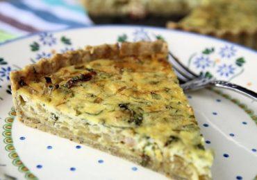 Пирог с лук – може да го наречете киш, солен пай или тарт, както ви харесва, важното е, че е с лук