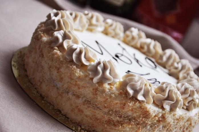 Рецепта за торта Мока с маслен крем и пандишпанени блатове стъпка по стъпка със снимки