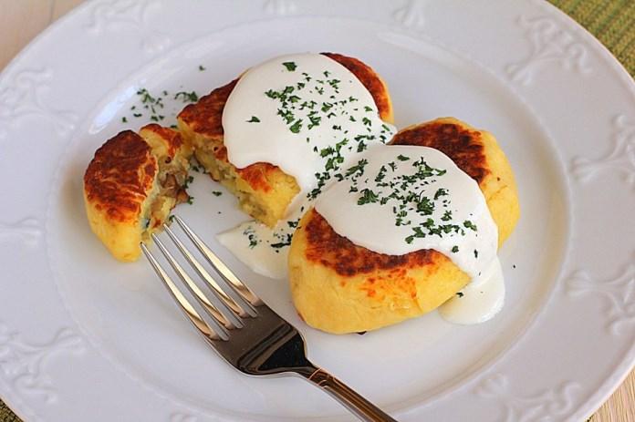 Картофени кюфтенца с гъби в чеснов млечен сос – идеално ястие за обяд или вечеря