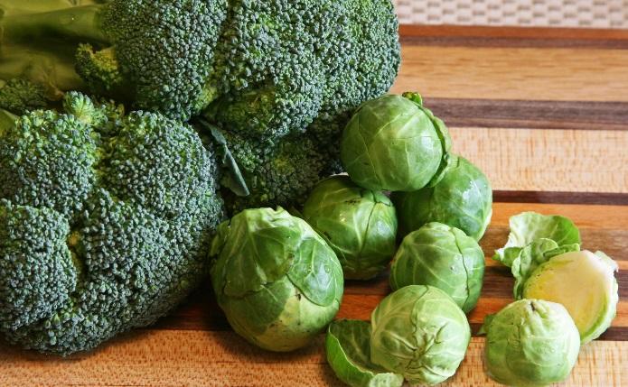 Щитовидната жлеза е важна за здравето на целия организъм! Ето кои храни не трябва да ядете, ако имате проблем с нея!