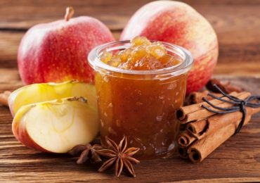 Мармалад от сливи, ябълки и праскови и желе от ябълки и лимони – две чудесни рецепти за домашна зимнина