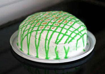 Торта ПАНЧО – руска рецепта, която може да се направи с кефир или кисело мляко, покрита със сметана и зелен шоколад
