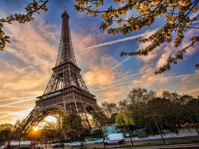 Айфеловата кула – интересни и любопитни факти прочетете в часовете за отмора