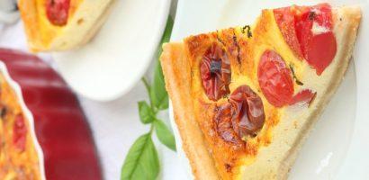Запеканка с чери домати, тиквички и чесън