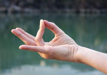 Мудрите са позиции на ръцете, с които можем да се лекуваме – ето как става това подробно със снимки