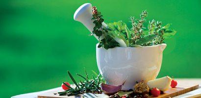 Помощ от природата – билкови рецепти при кръв в урината, обрив, лениви черва, шипове и възпаление на яйчниците