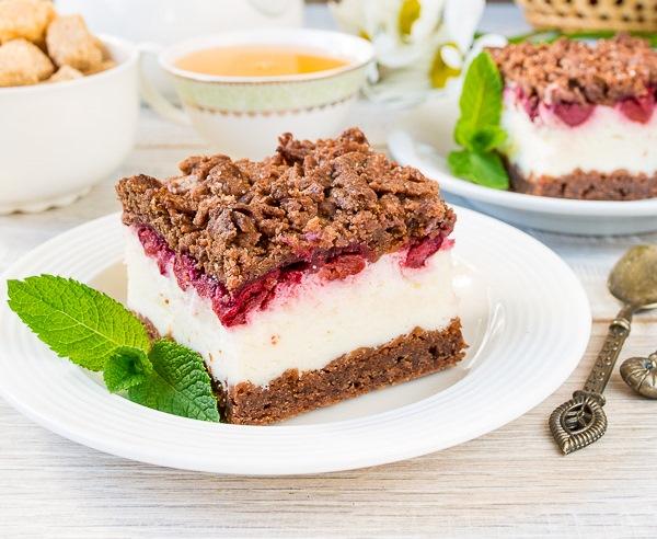 Фантастичен десерт с какао, сметана и вишни – стъпка по стъпка със снимки
