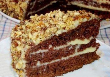 Вкусна шоколадова домашна торта с кисело мляко – ето рецепта и два вида крем