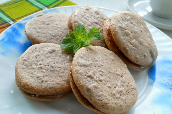 """Слепени бисквити с конфитюр – рецепта от категорията """"набързо"""" за заети домакини – подробно със снимки"""