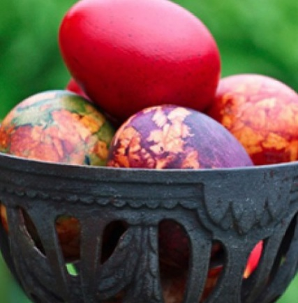 Интересен начин за боядисване на яйца за Великден