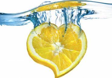 Ето как се пие правилно лимонената вода