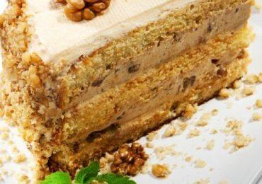 Орехова торта за любителите на сладки изкушения